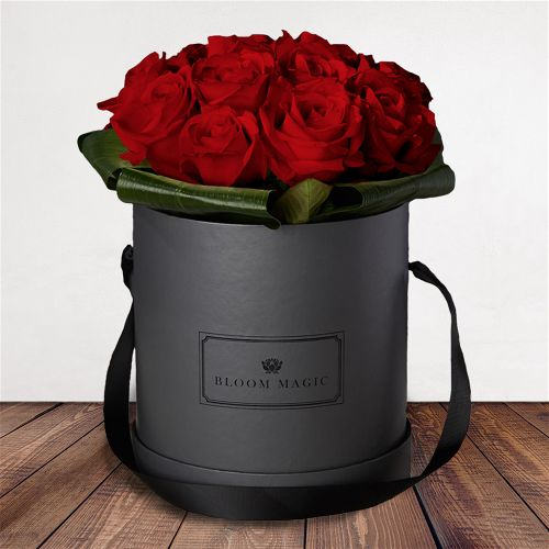 "Amour Éternel Flowers Delivered - What could be more romantic than an elegant hatbox of Valentine's blooms? The ""Amour Éternel"" is one of our signature hatbox of the 2018 Valentines collection. This luxury hatbox of Grade A roses will amaze your loved one and will create a memory to last a lifetime