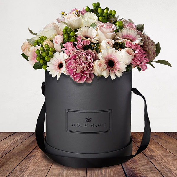 La Vue du Sacré Cœur is a wonderful arrangement of roses, gerberas and vintage carnations. This bouquet of flowers set elegantly in a blush hatbox pink hatbox is the perfect gift for someone special.