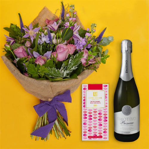 San Fran Bohemian Gift Set Flowers Delivered - A love story in the shades of the seven seas: soft blues, muted lilacs and deep purples are beautifully combined by our expert florists. With its beautiful roses and veronica, this suble and charming bouquet of flowers is a perennial favourite with our customers. 