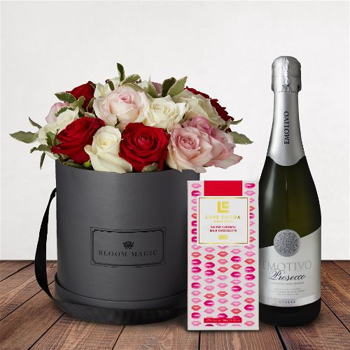 Soirée à L'opéra Gift Set Flowers Delivered - This beautiful flower arrangement contains a mix of red and white roses that gives off a vibrant feel. This arrangement is perfect for any occasion, whether it is Valentines flowers, Birthday flowers, or just because.   
