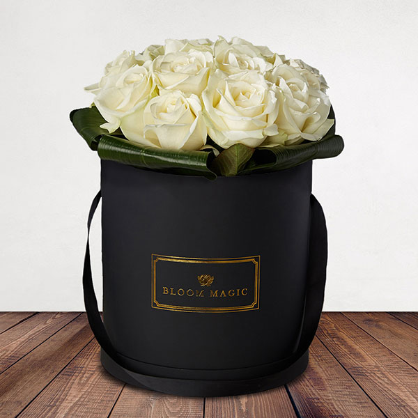 Une Nuit À Montmartre Flowers Delivered - Une Nuit À Montmartre is a beautiful selection of top quality white avalanche roses that comes in a blush pink, charcoal grey or powder blue hat box. This is a beautiful and classy flower arrangement would make a perfect gift for any loved one. It's can be romantic or just classically elegant, so whatever the occasion this is the perfect bouquet to put a smile on their face.