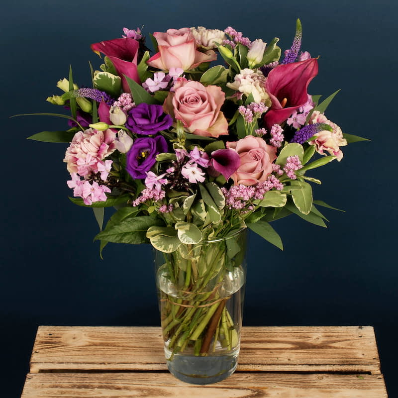 A soft and elegant bouquet featuring roses, lisianthus and divine calla lilies. This feminine bouquet of flowers would be an excellent gift for a birthday, a thank-you or a romantic gesture. Our blooms are specially chosen by our team of expert florists f