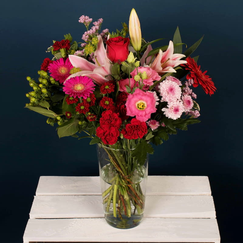 This is a classic hand tied flower arrangement consisting of Wild Romantic Roses, and stunning Oriental Lily's.  This is the perfect arrangement for any loving occasion. We offer flower delivery London, or flower delivery to anywhere in the UK.